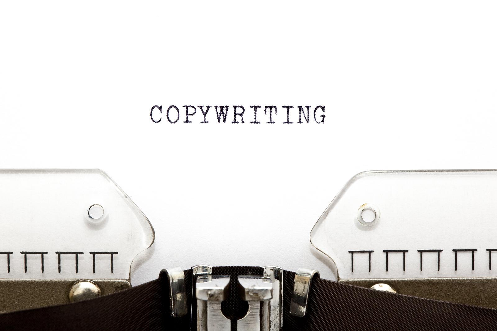 Está escrito Copywriting em uma máquina de escrever