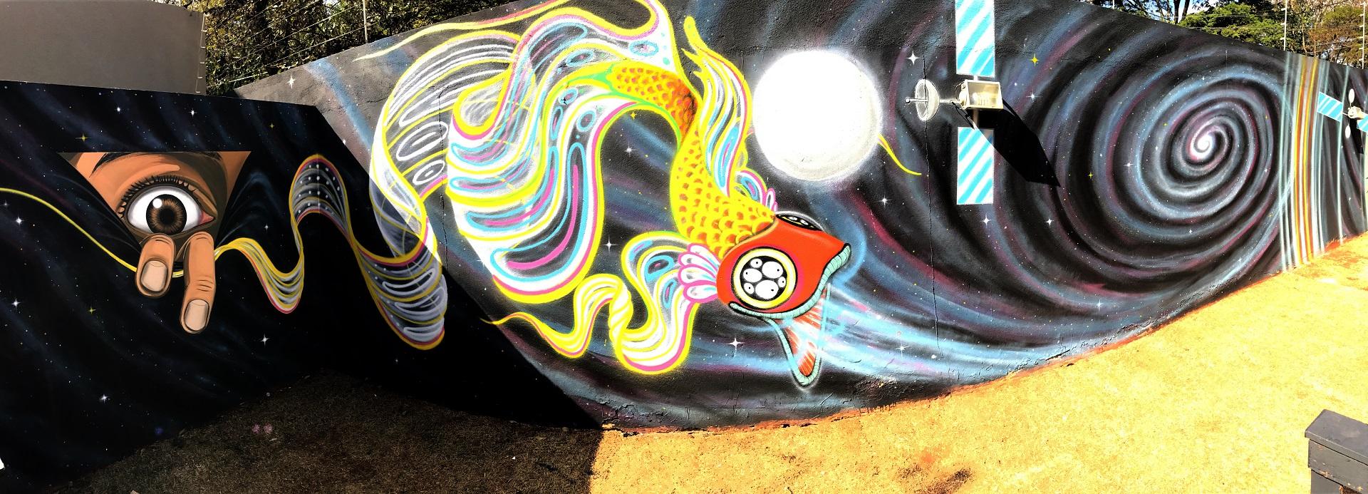 Muro com arte em grafite personalizado, criado pelo IZK para a Amblard.